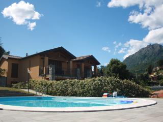 NEW apartment with pool, balcony overlooking lake, Menaggio