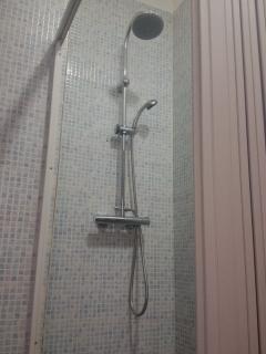 Bagno con bidè e doccia