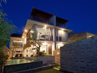 3 BDR Luxury Villa Echo Beach View, Canggu