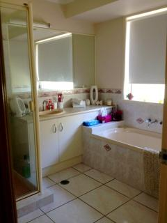 Full Bathroom with a separate toilet adjoining.