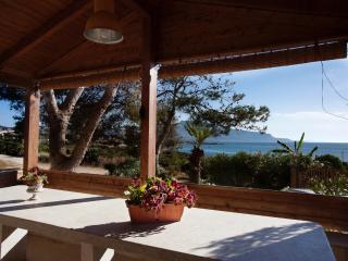 La casa con le verande sul mare a Cornino