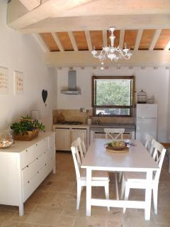 il soggiorno-cucina al piano primo - living kitchen on the first floor