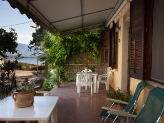 La casa con la veranda sul mare, Custonaci