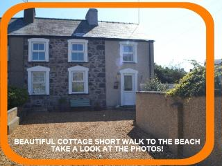 Sheep Cottage - Luxury 5-Star Cottage at Nefyn
