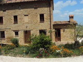 Countryhouse in the center of Italy, Gualdo