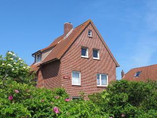 Inselhaus Dornroeschen - Gartenappartement, Langeoog