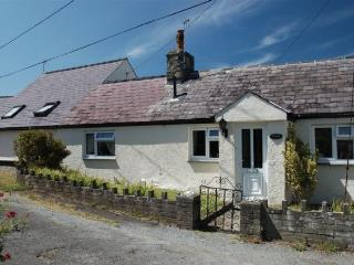 Beach Cottage, 3-minutes walk from the beach, Caernarfon