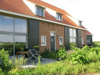 Farmhouse for family near sea 5 persons + baby, Schoondijke
