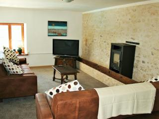 comfortable spacious Livingroom that leads on to private pool and outdoor dinning