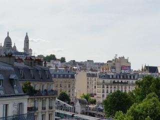 Pied à terre nearby Le Sacré Coeur, París