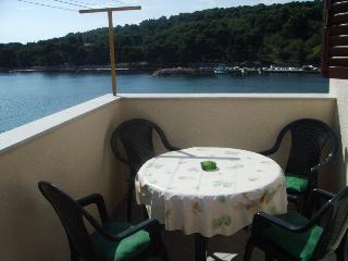 Apartman Mira with balcony, Prvic