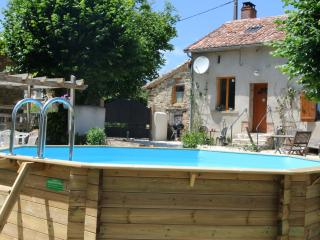 Mirabelles family Gite with pool