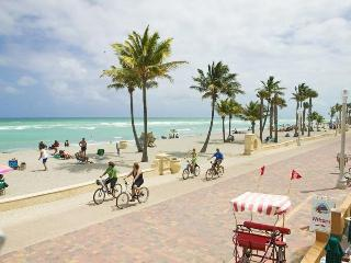 Hollywood Beach, FL - Parking Included - Steps to the Sand & Ocean