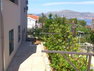 Croatia/Trogir Lux 3 bedroom apartment  -beach 80m