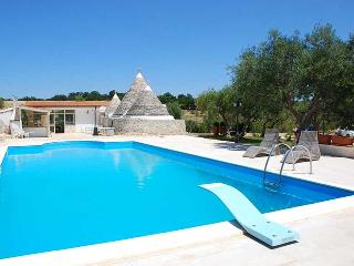 Trullo Regio with pool, Castellana Grotte