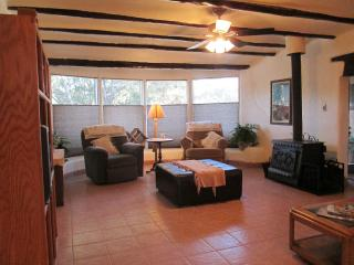 Terrific for Families or Groups! 5 Miles to Plaza, Santa Fe