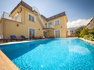 Stunning 4 bedroom luxury villa with private swimm, Kyrenia