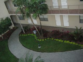 2 Bed Room Beach Condo, Hallandale