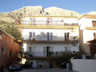 TH00723 Apartments & Rooms / S2 Room, Baska Voda