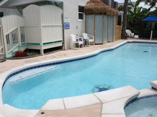 The Fiddler; Sleeps 2/4, walk to beach; pool