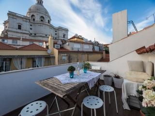 Alfama apartment with terrace, Lisbon City Center