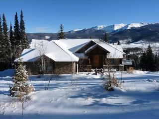 Private Luxury Executive Home with Fantastic Views, Fraser