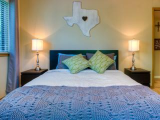 Luxurious 2 bd, Outstanding Location!, Austin