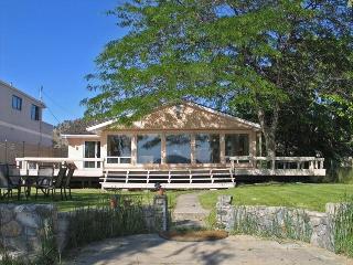 Best Beach House Location, Walk to Town, Kelowna