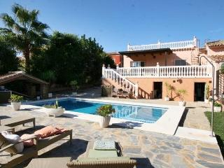 Bargain villa with pool/ Villa économique Marbella