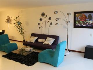 MODERN & COMFORTABLE 2 BEDROOM APARTMENT POBLADO, Medellin
