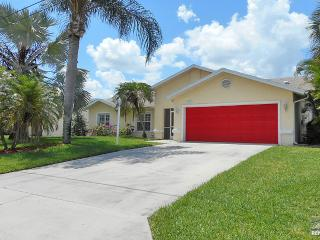 Cute and colorful single family pool home close to beach. Available from May 1st to Nov 1st weekly or monthly, Bonita Springs