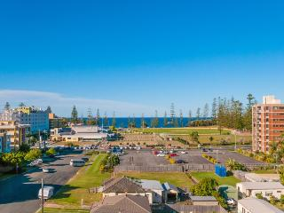 Ocean Views Walk to CBD and Beach NE aspect WiFi, Port Macquarie