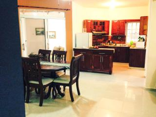 3BR APARTMENT near Playa Dorada (AC/ WiFi / Pool), Puerto Plata