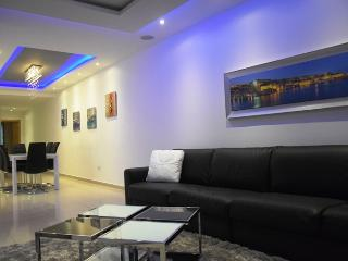 Sliema Luxury Flat near Beach -St Julian-Valletta