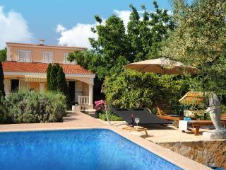Family Hideaway for 10 in Kastela near Split with Pool&Sauna