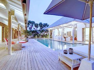 Yang Tao II 4BR Luxury Villa Large Pool-Kerobokan