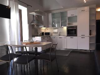 Spacious family Apartment in Riva Pool, Sauna+more, Riva Del Garda