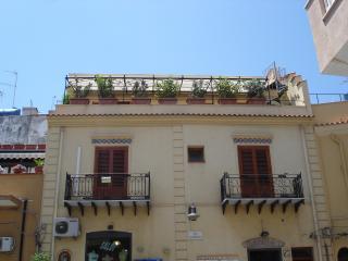 Piccolo attico vicino il mare., Terrasini