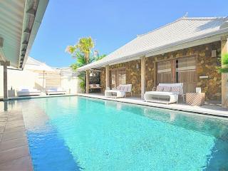 Yang Tao IV 3BR Luxury Villa Large Pool-Kerobokan