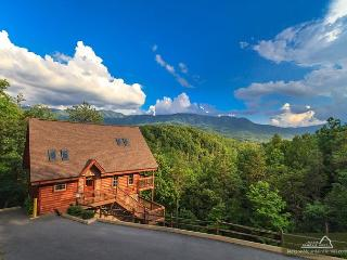 Luxury Lookout  Private Mountain Views Hot Tub Pool Table  Free Nights, Gatlinburg