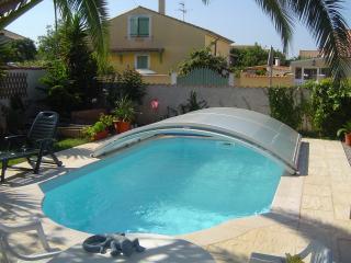 Villa avec piscine jardin terrasse parking, Vias