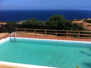 Villino Bilocale con piscina condivisa vista mare, Costa Paradiso
