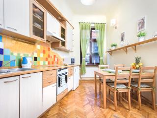 S8 Cozy and Charming Apartment in Old Town, Cracóvia