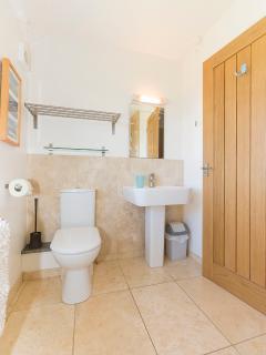 Chestnut House : Family Bathroom