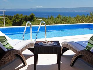 4 bedroom vacation home Oliva offers private pool-BBQ-a peaceful stay, sea view