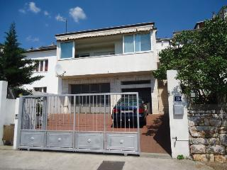 Apartment Dino (100 m from beach), Senj