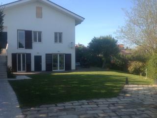 "Guest House "" LE ACACIE "" villa vicino Pescara, Spoltore"