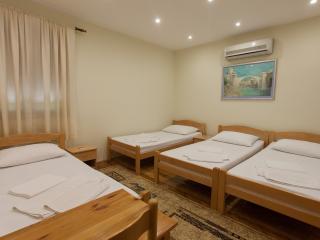villa vienna mostar quadruple room, Mostar