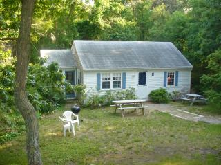 Inviting Chatham 3 Bedroom,  3/10  mile to Beach