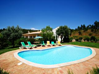 V4 Farm - 4 bedroom property with private pool